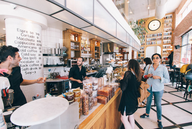 5 Tips For Handling Out-Of-Line Cafe Customers
